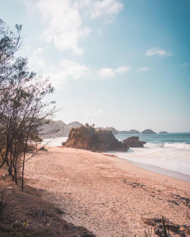 Daftar Tempat Wisata Pantai Di Blitar Jawa Timur Lengkap Pantai Banteng Mati Blitar
