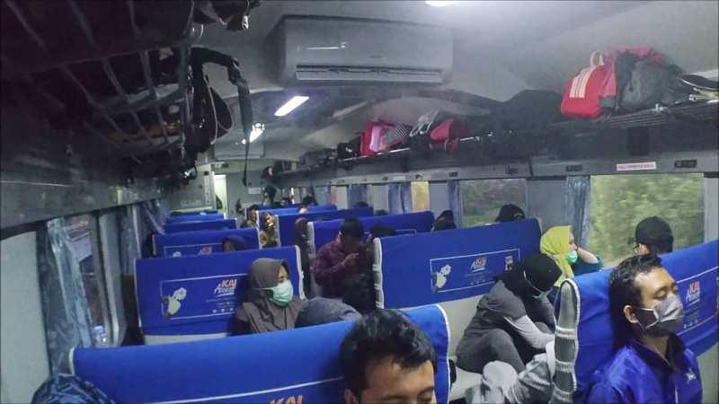 Jadwal Kereta Api Tawang Jaya Premium Terbaru, Rute, Harga Tiket! - Tempat duduk Kereta Api Tawang Jaya Ekonomi.