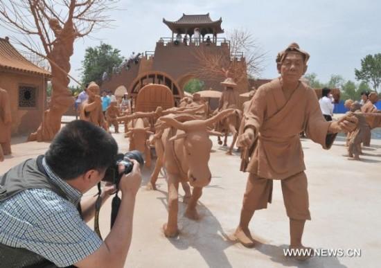 Perierga.gr - Πάρκο από πηλό στην Κίνα