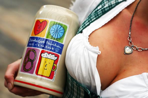 perierga.gr - Μπίρα μεγαλώνει... το στήθος μέχρι και δύο νούμερα!