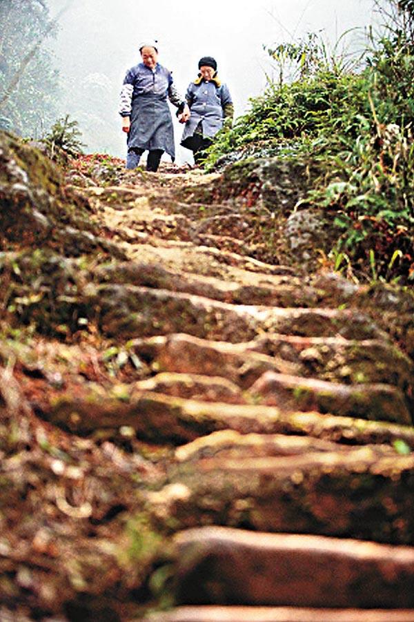 perierga.gr - Έσκαψε 6.000 σκαλοπάτια στο βουνό για τον έρωτα μιας γυναίκας!