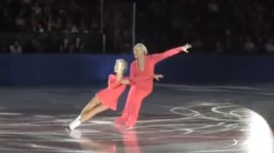 perierga.gr - Υπέροχος χορός στον πάγο από ζευγάρι 80χρονων!