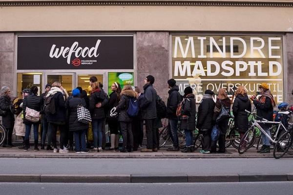 perierga.gr - Γιατί οι Δανοί κάνουν ουρές για να αγοράσουν ληγμένα τρόφιμα;