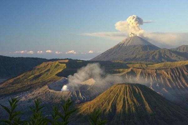 perierga.gr - Mount Bromo: Το πεινασμένο ηφαίστειο!