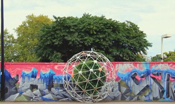 perierga.gr - Ρομποτικός κήπος κινείται προς αναζήτηση... ήλιου!