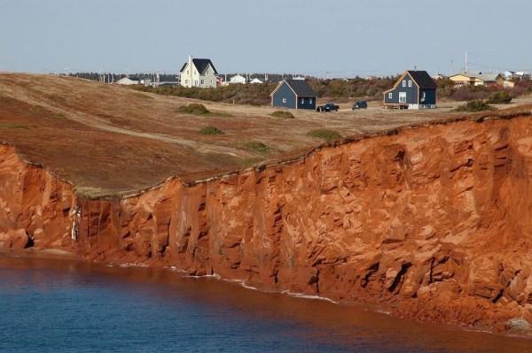 perierga.gr - Το νησί όπου ζουν μόνο επιζώντες ναυαγίων!