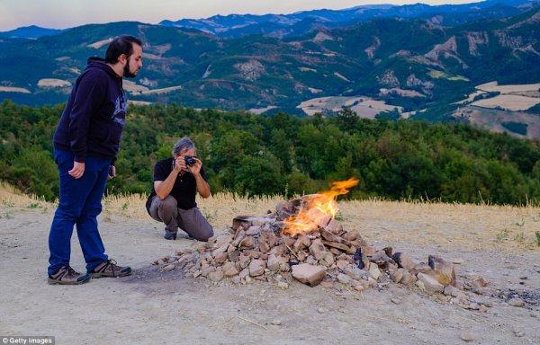 "perierga.gr - Το μικρότερο ""ηφαίστειο"" της Ιταλίας"