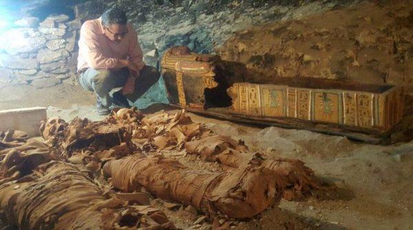perierga.gr - Ανακαλύφθηκε φαραωνικός τάφος 2.500 ετών σε άριστη κατάσταση!