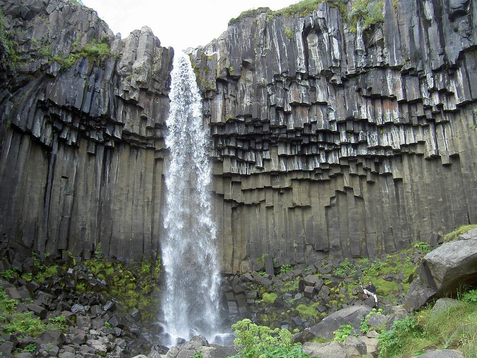 giant's-causeway-finn-mccool-legends-myths-geology-nature-landscapes-travel-northern-ireland-giants-basalt-columns-erosion-volcano-iceland-continental-drift-svartifoss