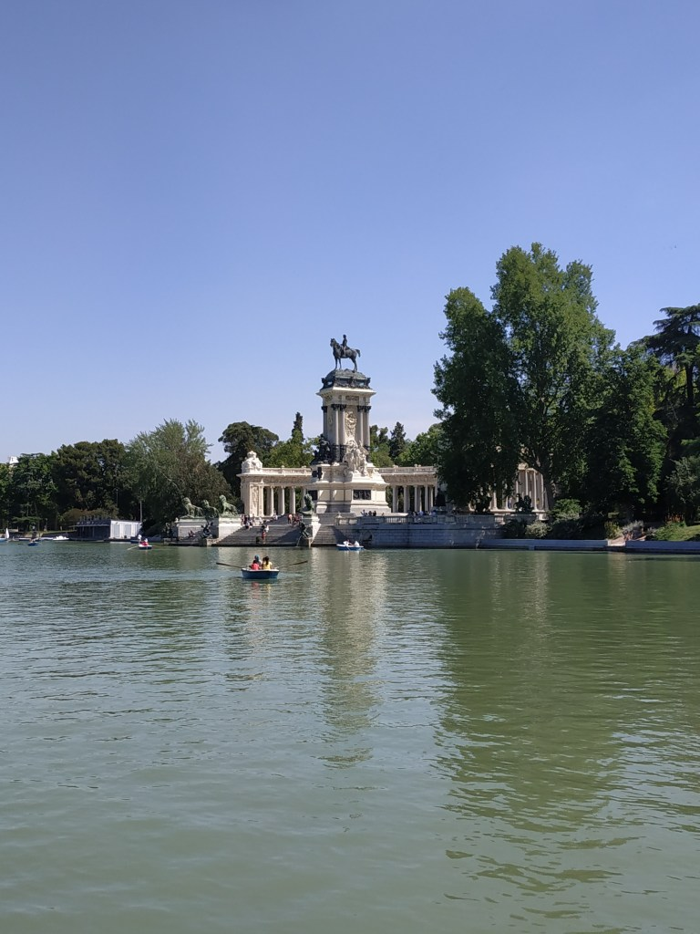 monument-alfonso-xii-great-pond-rowboat-wharf-madrid-gardens-buen-retiro-park-history