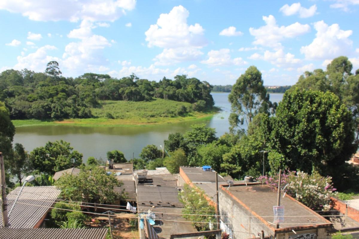 Do lado da represa, mas sem água na torneira