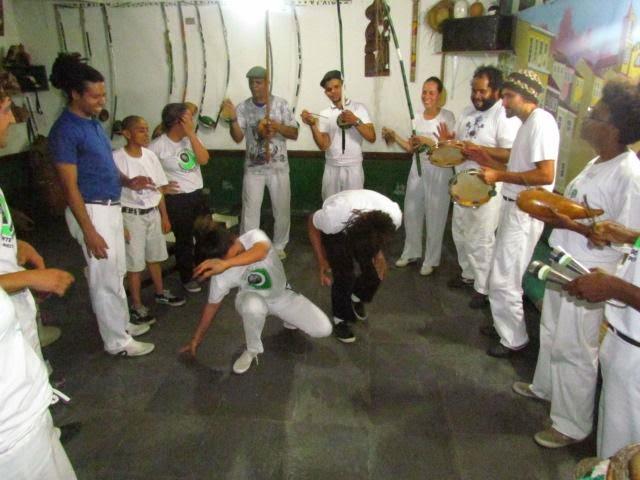 Sarau da Madrugada: capoeira, roda de samba e poesia a noite toda