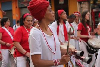Mais de 300 mulheres formam o bloco afro Ilú Obá de Min. (Foto: Thiago Borges / Periferia em Movimento)