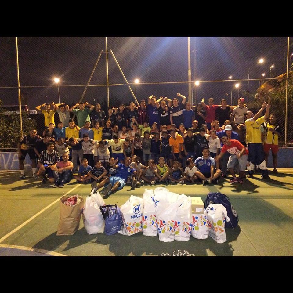 Projeto de futebol para jovens de favelas da Vila Prudente busca apoio