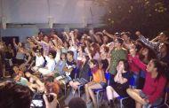Estudantes durante pronunciamento sobre o adiamento da reorganização escolar. (Foto: Reprodução / O Mal Educado)