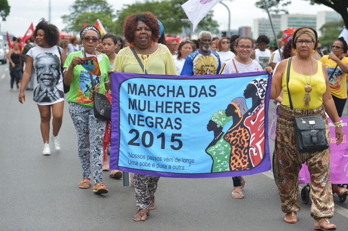 """""""Nossos passos vêm de longe"""": Mulheres negras e as oportunidades contra a maquinaria da opressão"""