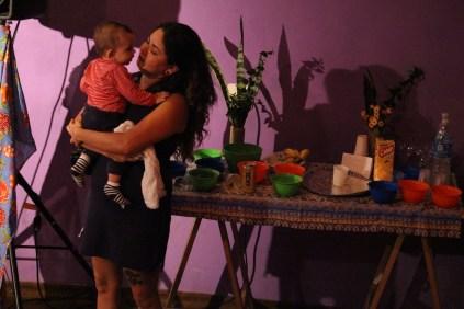 O Galpão Humbalada tinha a presença especial das crianças no lançamento do documentário e dessa vez o convite foi que todos ficassem responsáveis por elas e não só suas mães que foram assistir o documentário