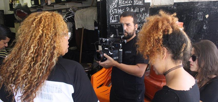 Muito além da várzea: lançamento de documentário sobre mulheres no futebol de campo