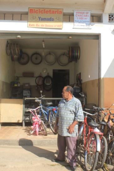 Barragem: bicicletaria atende moradores locais (Foto: Matheus Oliveira/Periferia em Movimento)