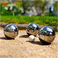La pétanque, l'un des rares sports où des compétitions mixtes sont organisées.