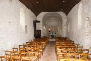Vue de l'église de Monbos à partir de la porte d'entrée - ©Mcweb