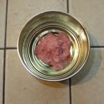 réalisation d'une boîte de foie gras tapissée avec de la chair fine.