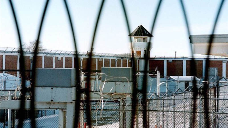 Attack on guards at Saskatchewan Federal Penitentiary, Canada
