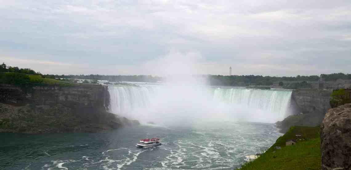 Niagara Falls and fog