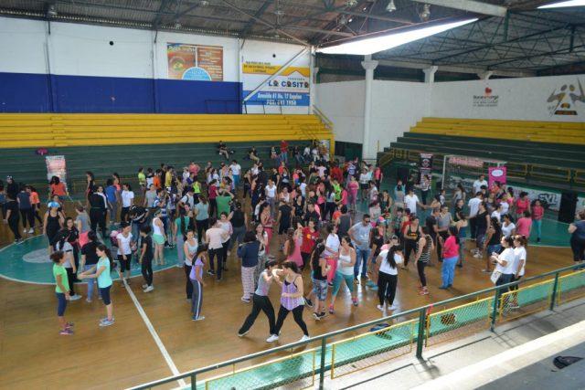 220 mujeres hicieron parte de la actividad brindada por 'Defiéndete Mujer', ofrecida en el Coliseo 'Edmundo Luna Santos' / FOTO DANIELA COGOLLO RODRÍGUEZ