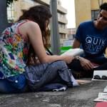 Asistentes al evento se tomaron el espacio de la plazoleta 'Luis Carlos Galán' para leer sus libros. /FOTO BRAYAN FELIPE DELGADO CALA