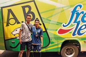 Jaimes Camacho luego del entrenamiento del Atlético Bucaramanga junto al capitán del equipo, Yulián Anchico Patiño / FOTO KEVIN CALA PÁEZ