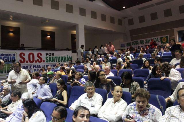 Asistentes a la firma de Alianza por el agua. /FOTO POR EDUARDO MÁRQUEZ
