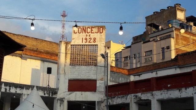 La plaza San mateo se adecuo para el VIII encuentro, pero aun así el desgaste de la arquitectura es evidente :/ FOTO ANDREA GRANADOS