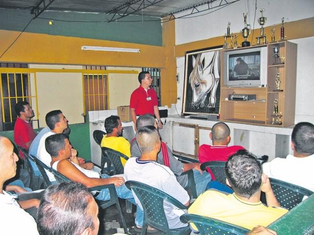2.Cine al patio formando públicos en la Cárcel Modelo de Bucaramanga./ FOTO ARCHIVO