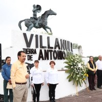 Preside Miguel Torres guardia de Honor a Antonio Aguilar