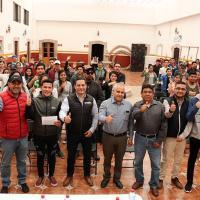 El 2X1 Trabajemos Unidos con los Migrantes se estrena y entrega 100 Becas a Universitarios