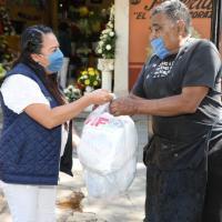 """""""Grasa Joveeen"""" y Boleros reciben apoyos alimentarios del SEDIF"""