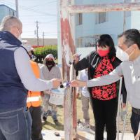 Autoridades llevan beneficios a población jerezana