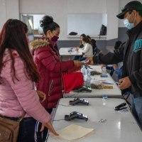 """Arranca entrega de Becas """"Benito Juárez"""" para alumnos de educación básica en Zacatecas; adelantan 2 Bimestres"""