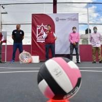 Entrega Julio César Chávez  rehabilitación de canchas deportivas