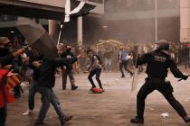 Cargas policiales en las manifestaciones en el Aeropuerto de El Prat (Emilio Morenatti)