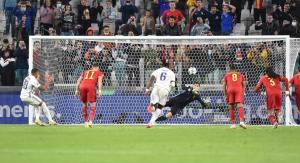 Kylian Mbappe marca de penalti ante BélgicaAlessandro di Marco / EFE)