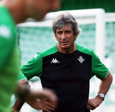 Manuel Pellegrini en un entrenamiento   Fuente: Twitter del Real Betis Balompié