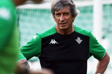 Manuel Pellegrini en un entrenamiento | Fuente: Twitter del Real Betis Balompié