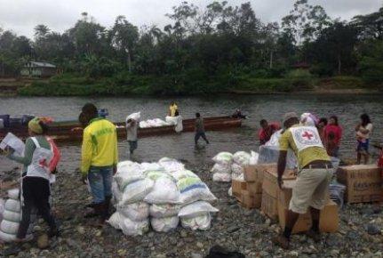 entrega_ayudas_humanitarias_desplazamiento_conflicto_desplazados_cicr_2