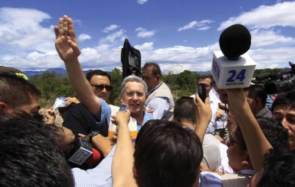 foto_la_opinion_-_uribe_en_la_frontera_venezolana2
