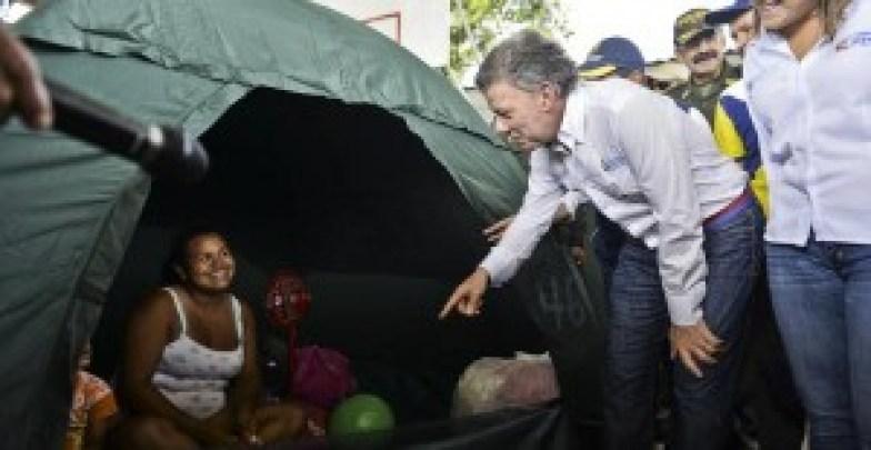 Santos visita frontera con Venezuela en medio de tensión por expulsiones