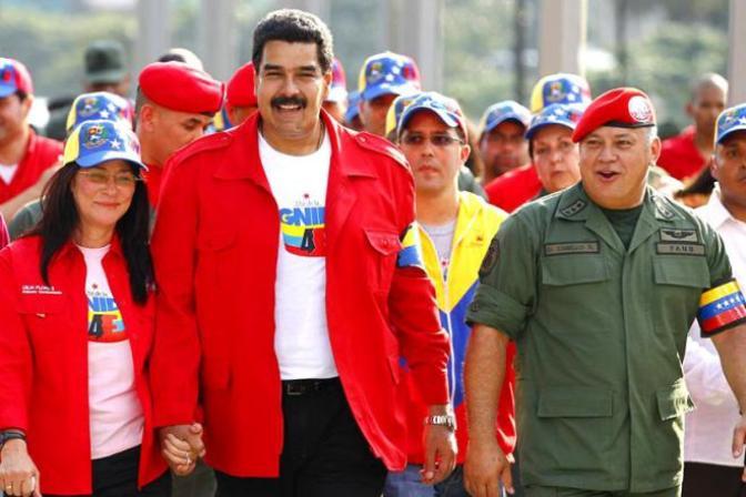Nicolas-Maduro-con-Cilia-Flores-y-Diosdado-Cabello-800x533