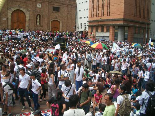 110908revmanifestantes-plaza_san_francisco_cali