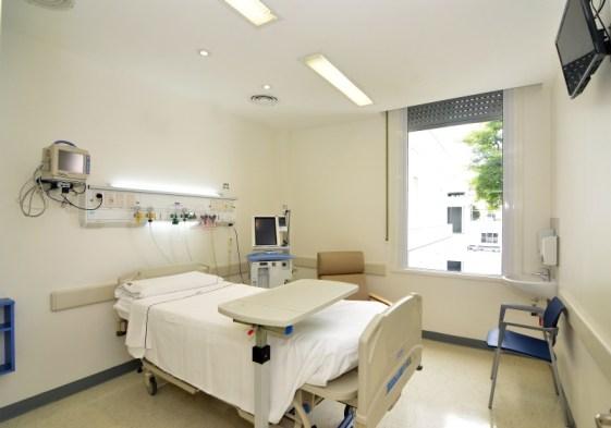 Habitacion-de-la-renovada-Unidad-de-Cuidados-Intensivos-del-HB